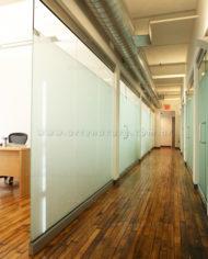 Adesivo jateado, segurança, privacidade e decoração da empresa